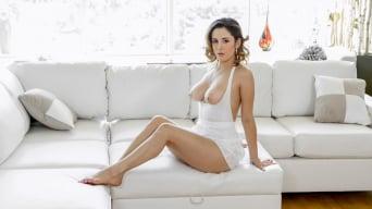 Mia Scarlett in 'Body Language'