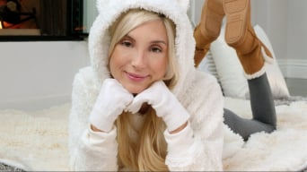 Piper Perri in 'Winter Days'